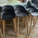 ghế quầy bar chân gỗ hàng cũ tồn kho