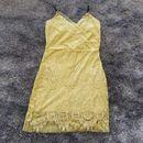 Đầm ren hai dây form ôm body màu vàng