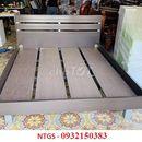 Cần bán giường gỗ chân sắt hàng cũ 1m6 x 2m giá rẻ