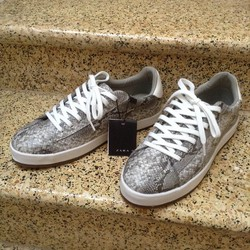 Bán Zara Grey Animal Printed Sneakers