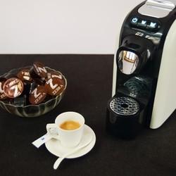 Thưởng thức cà phê Espresso cực đơn giản với máy pha cà phê viên giá cực kỳ hợp lý